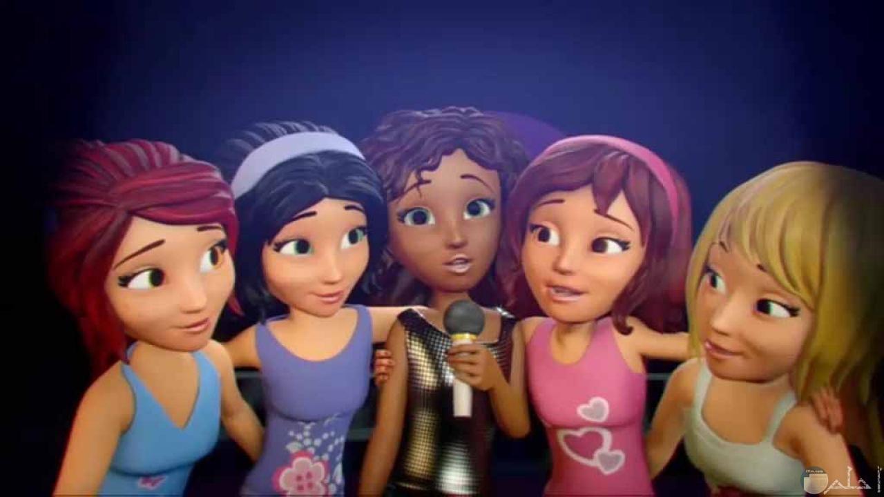 مجموعة بنات اصدقاء.