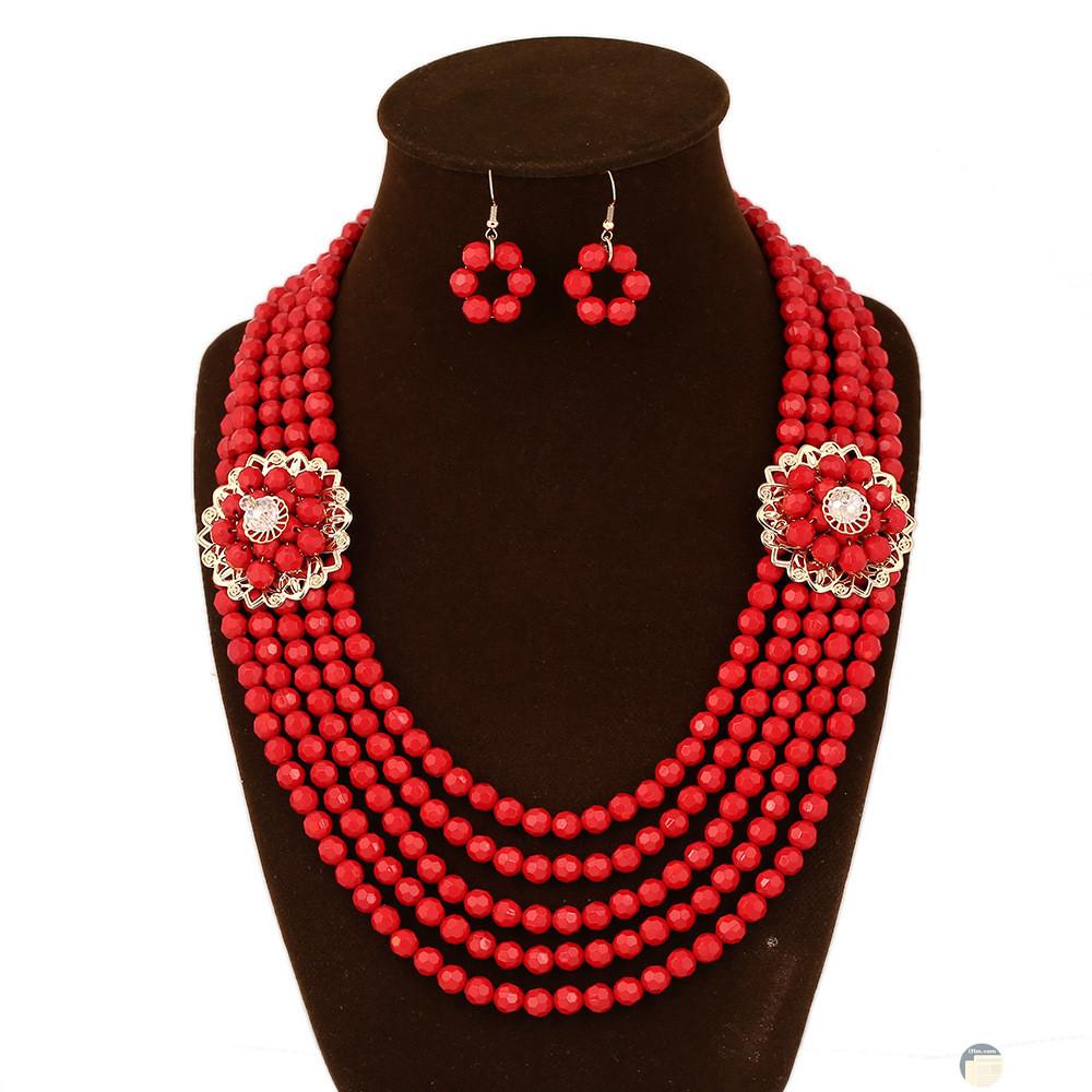 إكسسوار خرز إفريقي أحمر اللون سهل و بسيط.