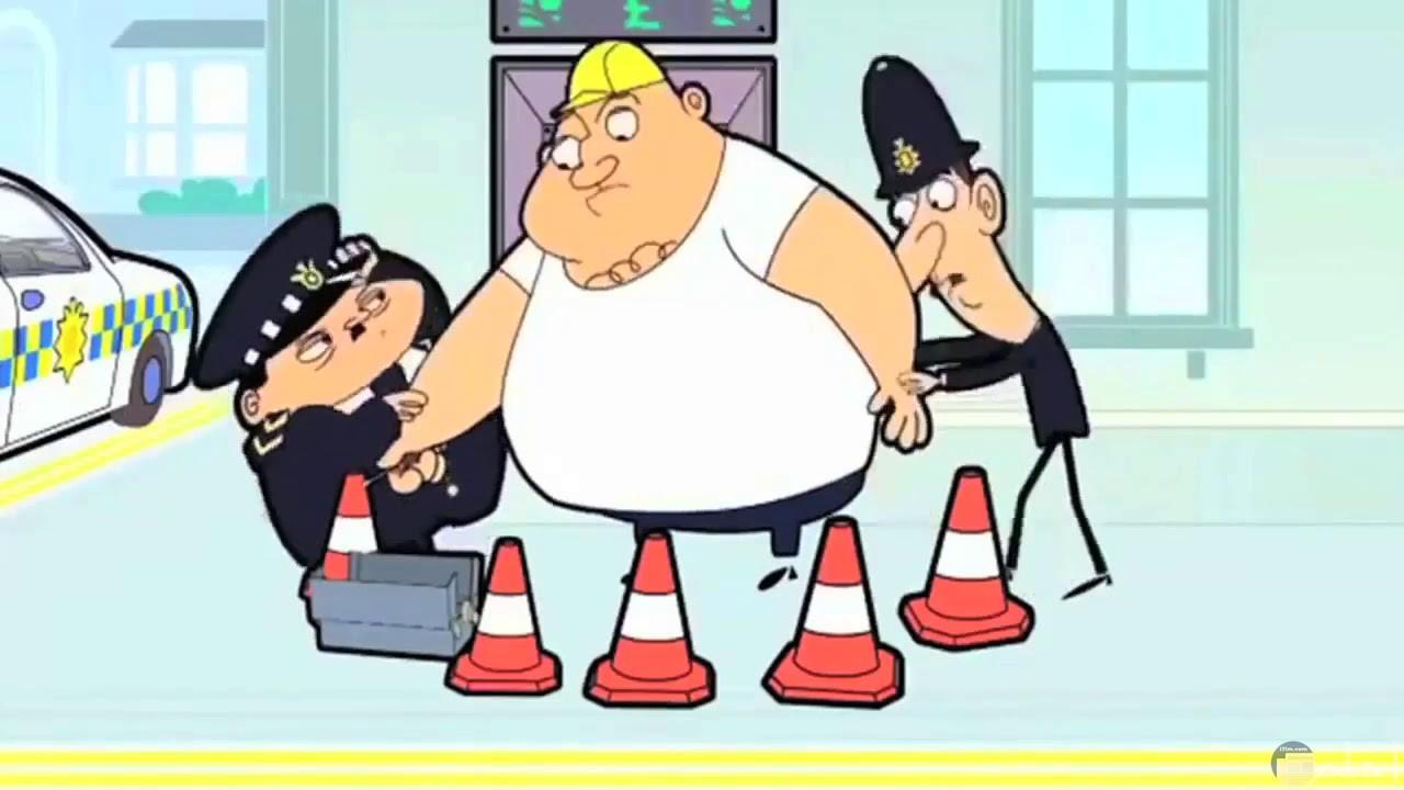 صورة مضحكة للشرطة و الإحتياطات الأمنية عند القبض على متهم له وزن.
