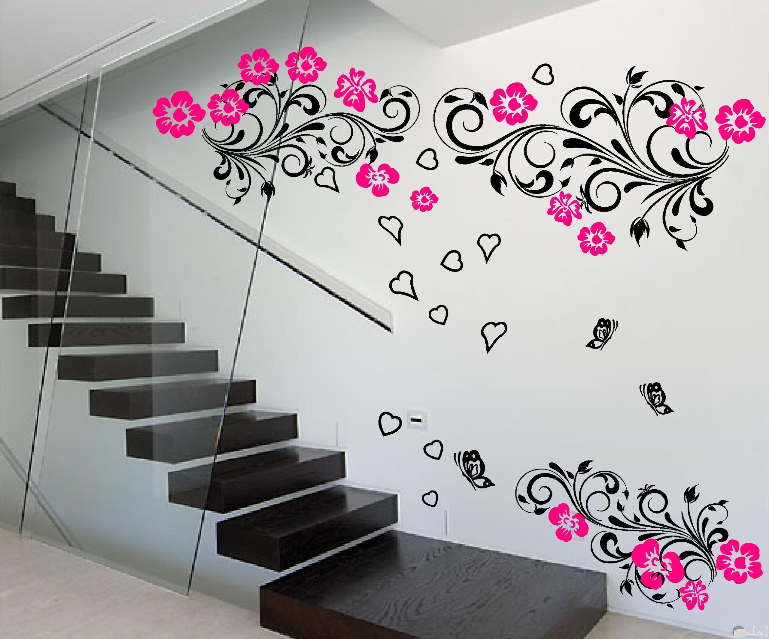 استايل رسومات حديثة على شكل ورد وقلوب على الحائط