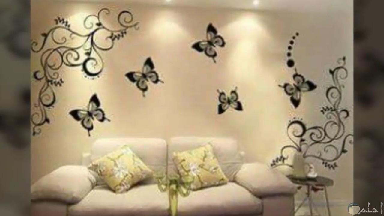 فرشات مرسومة على جدران حائط منزل