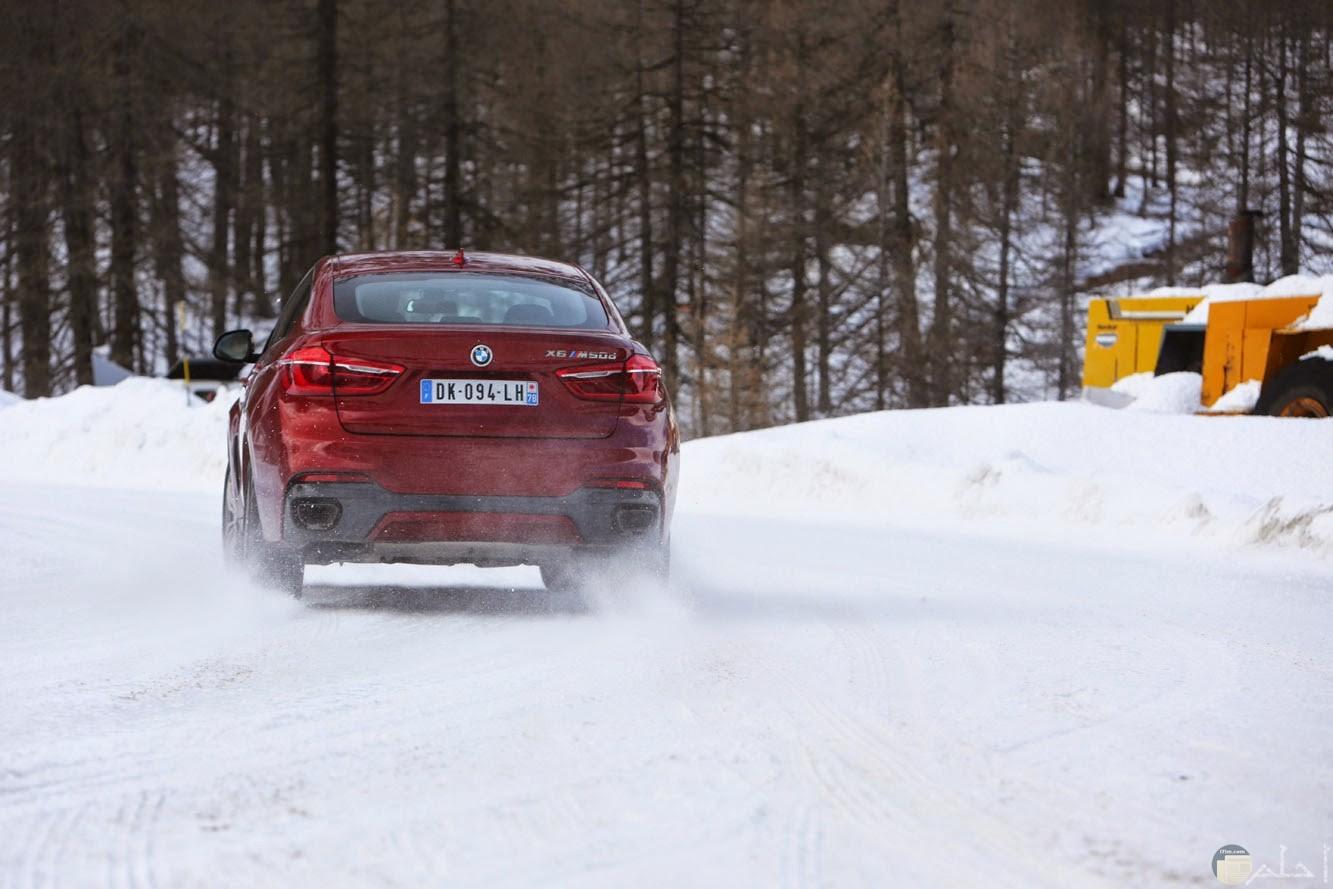 سيارة بي إم دابليو و إختبارات تفحيط على الجليد.