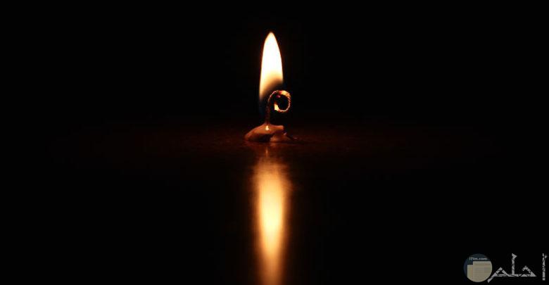 شمعة تحترق