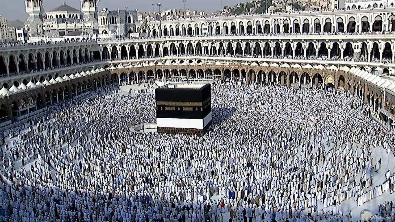ساحة الكعبة أثناء الصلاة.