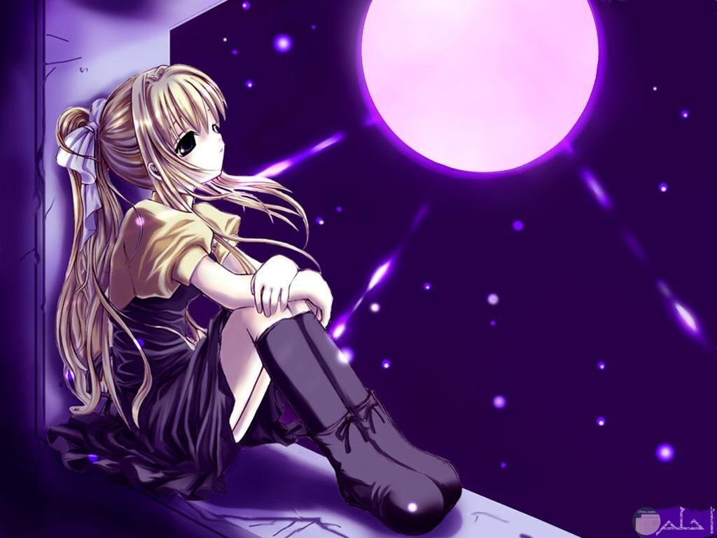 فتاة انمي حزينة تنظر إلى القمر.