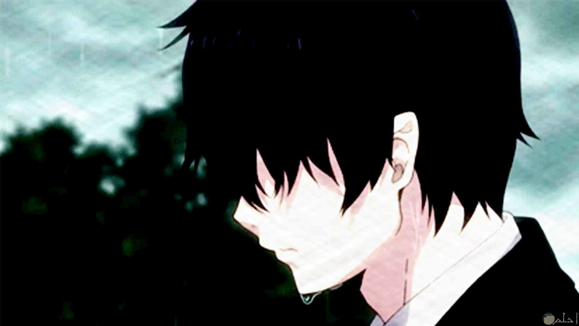 رسمة انمي ولد يبكي و تتساقط دموعه في ألم.
