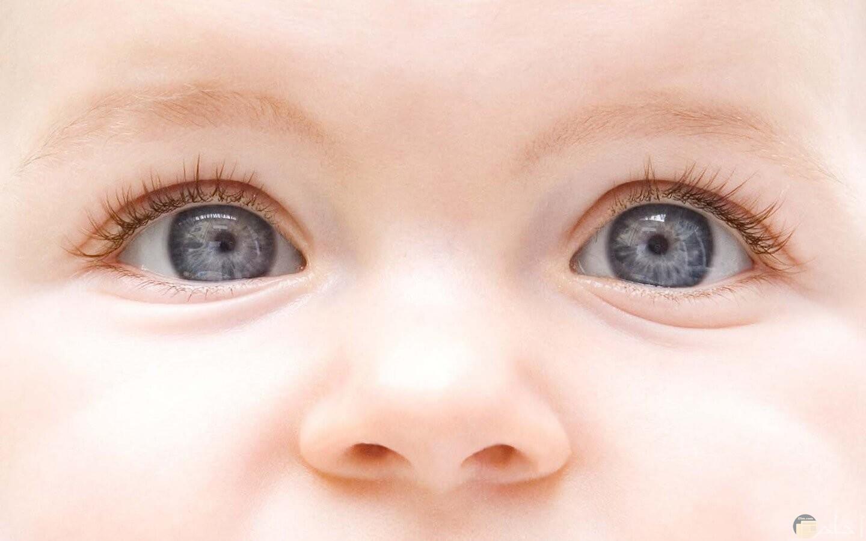 عيون أطفال ملونة و جميلة جداً.
