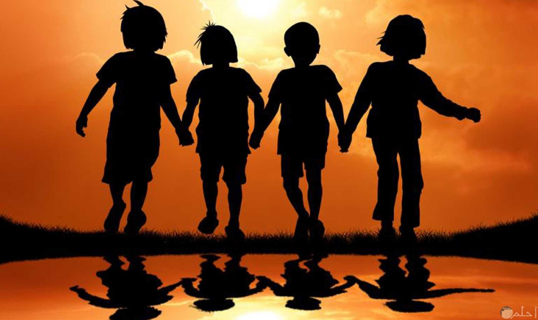 أصدقاء الطفولة و الوفاء النقي.