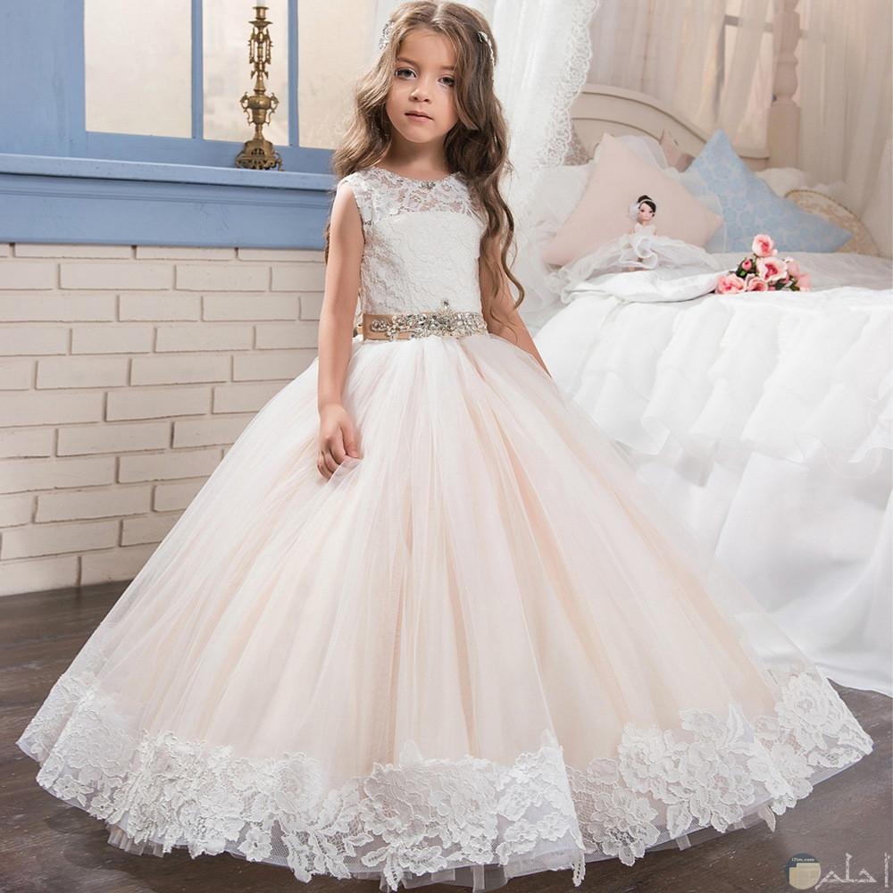 فستان ابيض للمناسبات