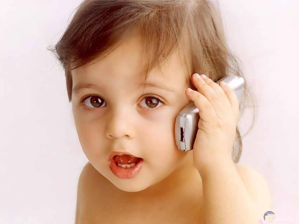 المحادثات الهاتفية و تقليد الكبار.