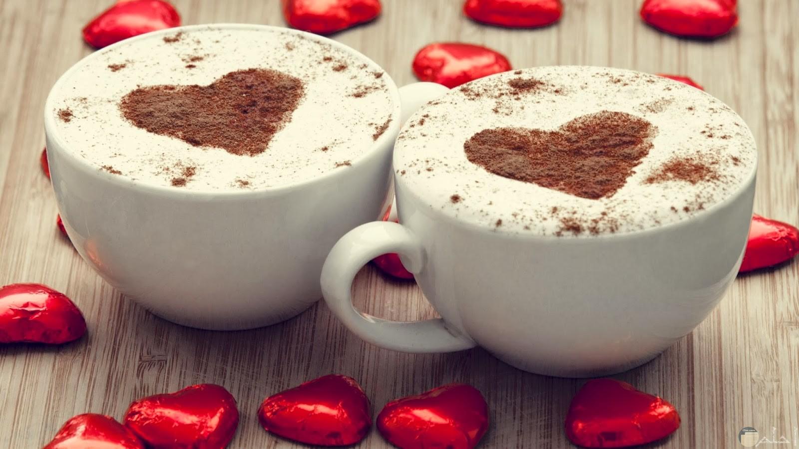 مشروبات دافئة مع الحب.