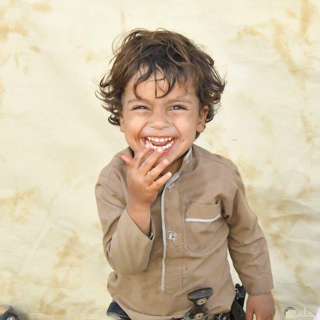 ابتسامة و فرحة طفل.