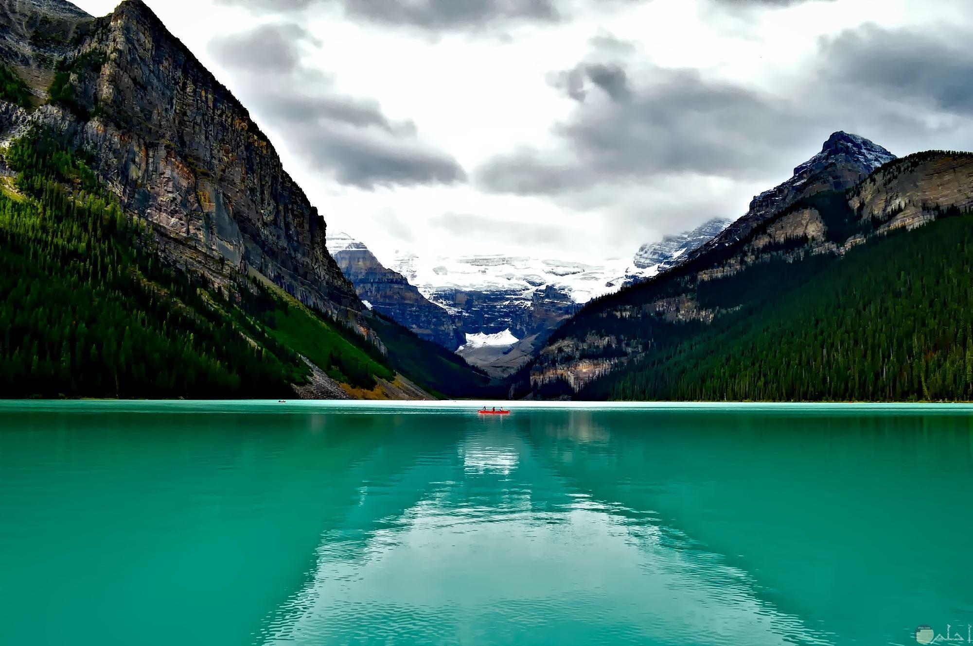 بحيرة رائعة الجمال