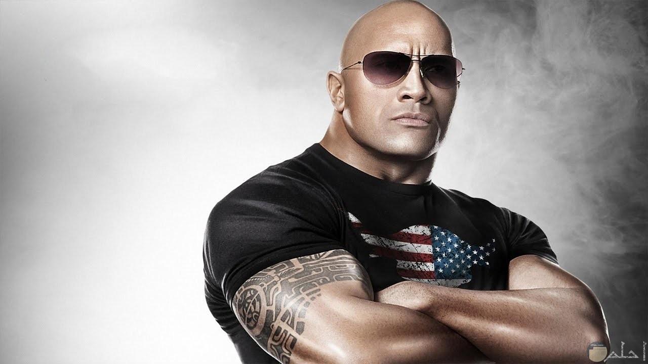 القوة و العضلات المفتولة مع داون جونسون نجم المصارعة و هوليوود.