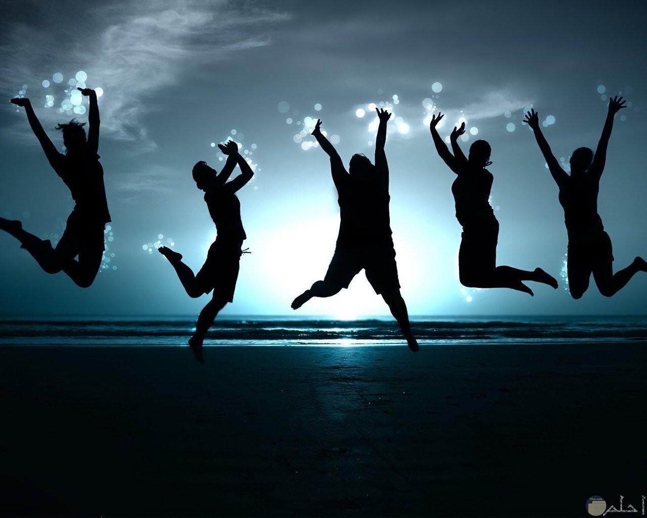 السعادة بسبب الحرية.