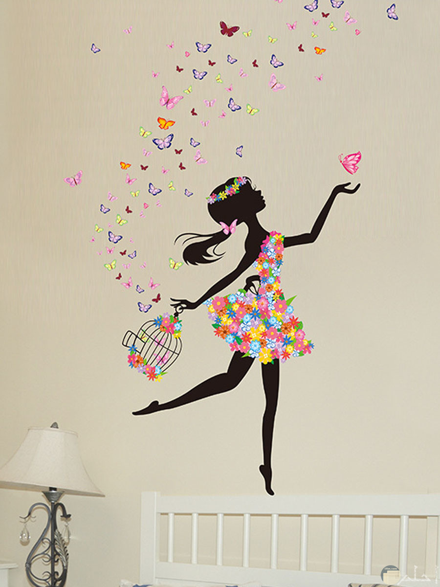 رسومات حوائط للبنات _ فتاة بفستان ورد و قفص يخرج منه فراشات.