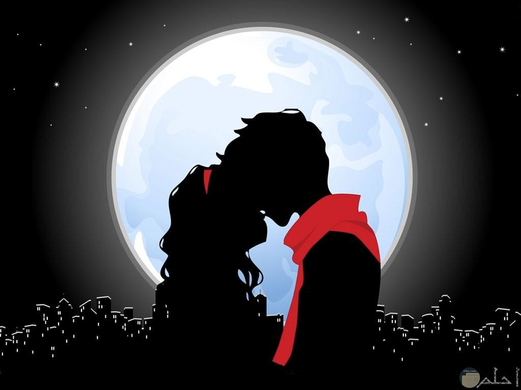 رسمة لعاشقين مع القمر.