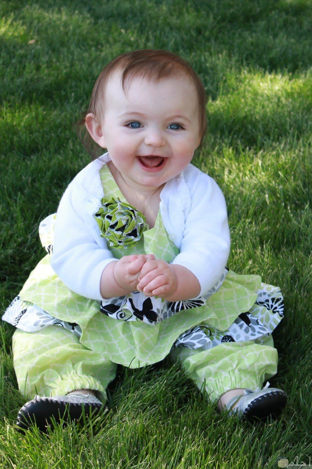 صورة لضحكة طفل تسعد الجميع.