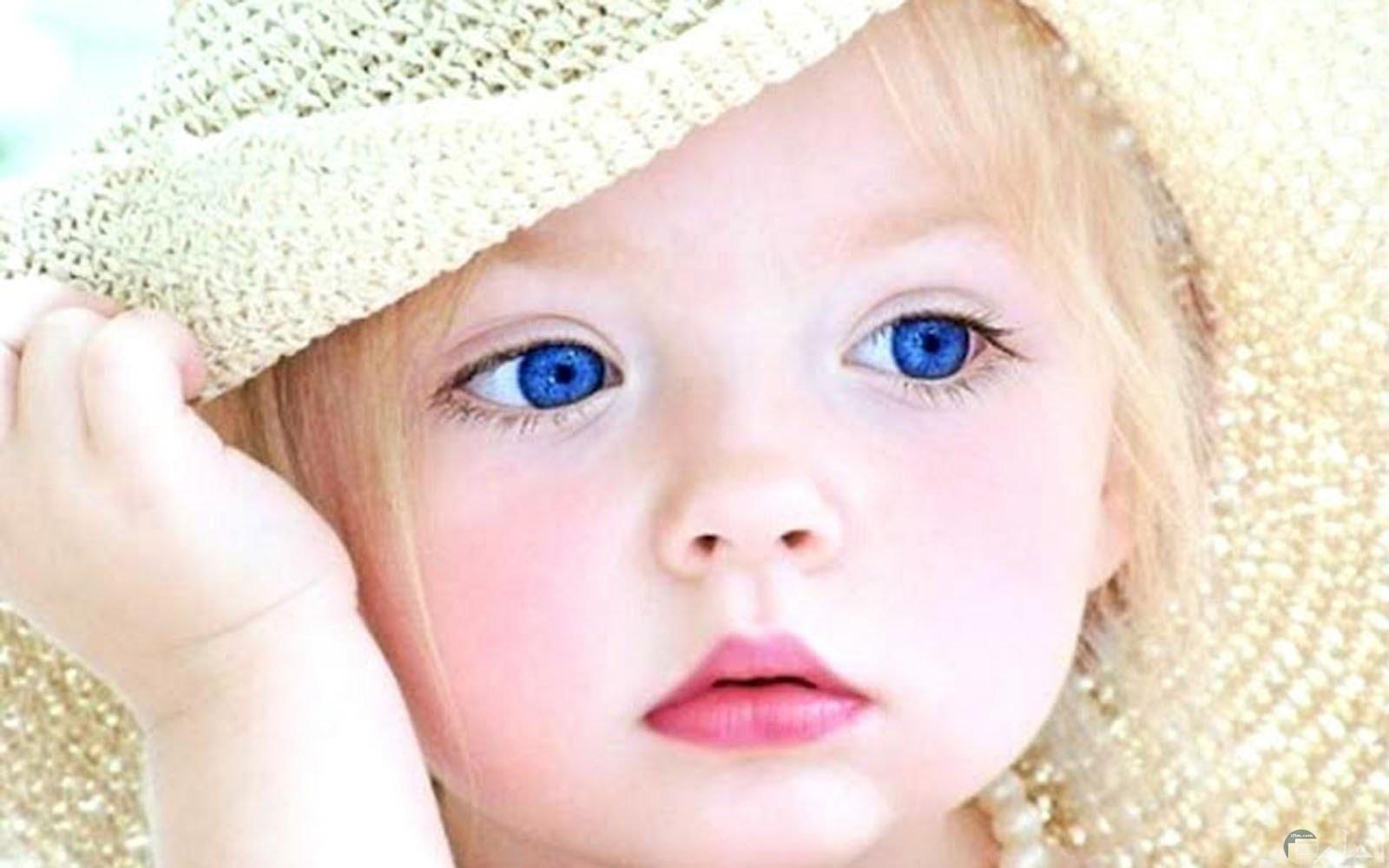 صورة طفلة شهية النظرة.