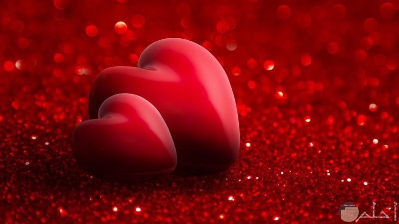 قلوب حمراء وخلفية لامعه