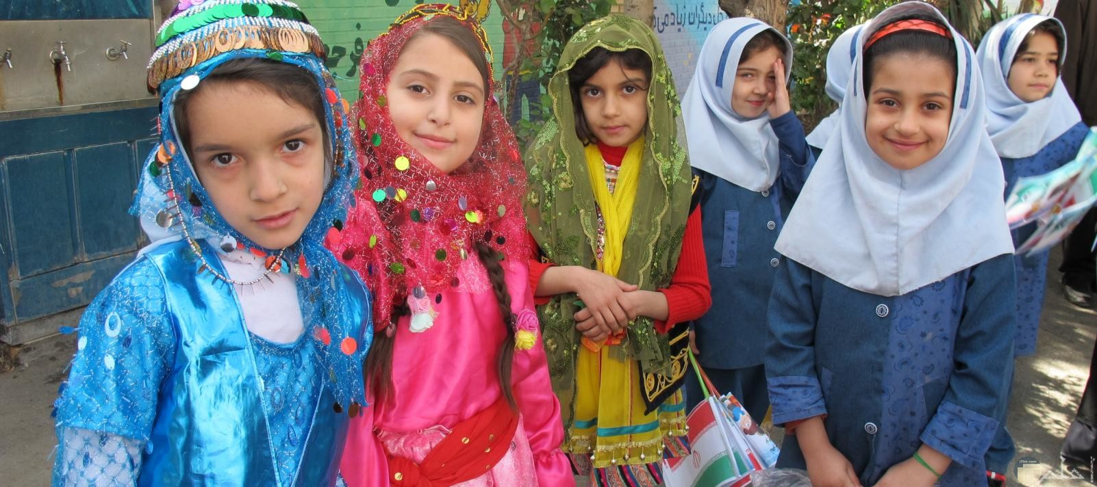 مجموعه فتايات صغار بالحجاب