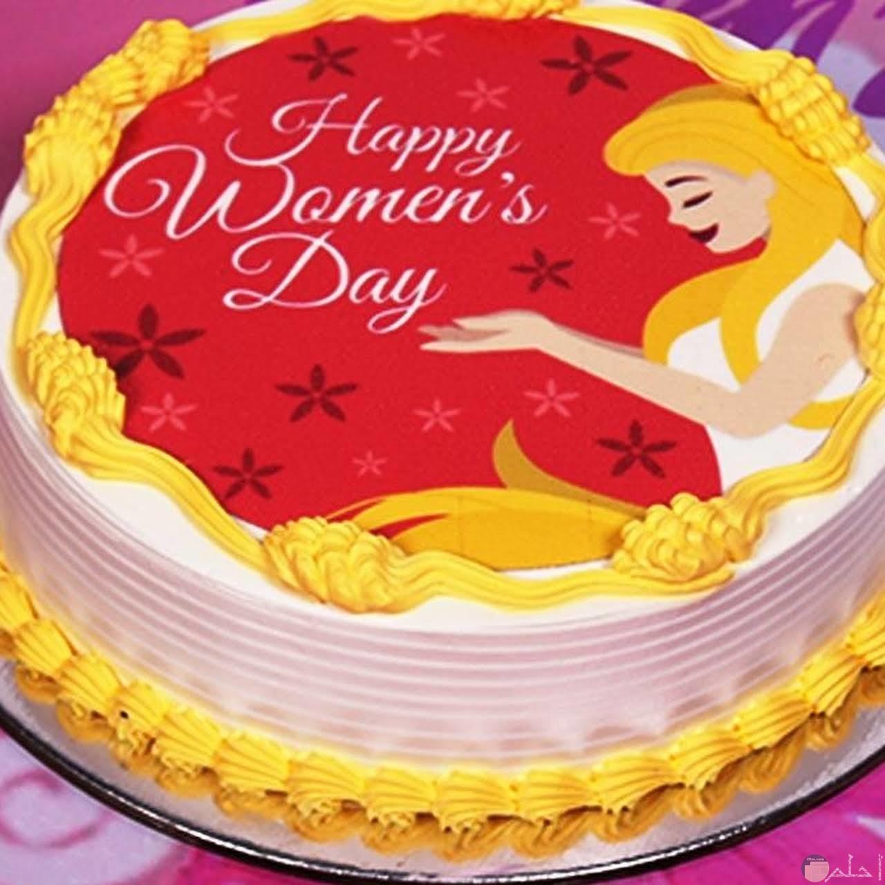 تورتة مزينة و مكتوب عليها Happy women's day