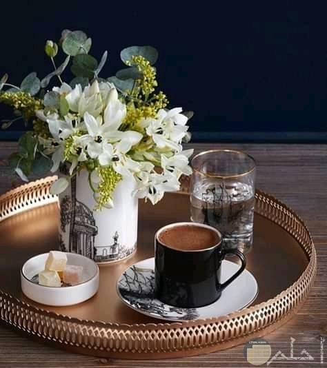 صباح الورد والقهوة