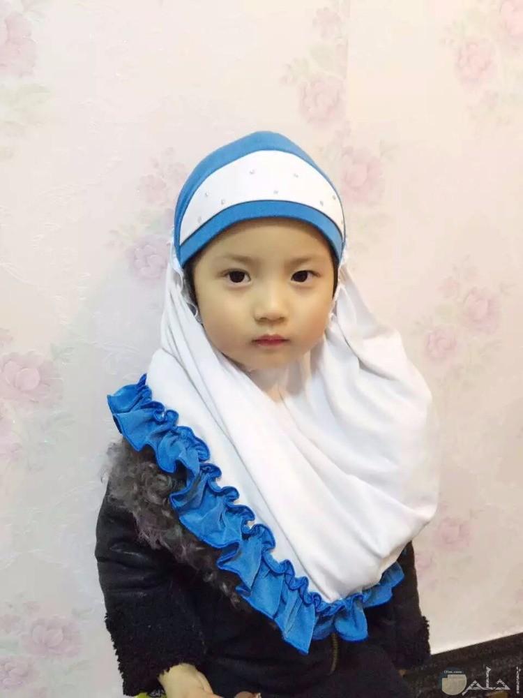 بالحجاب الابيض صغيرة تتألق بجمالها