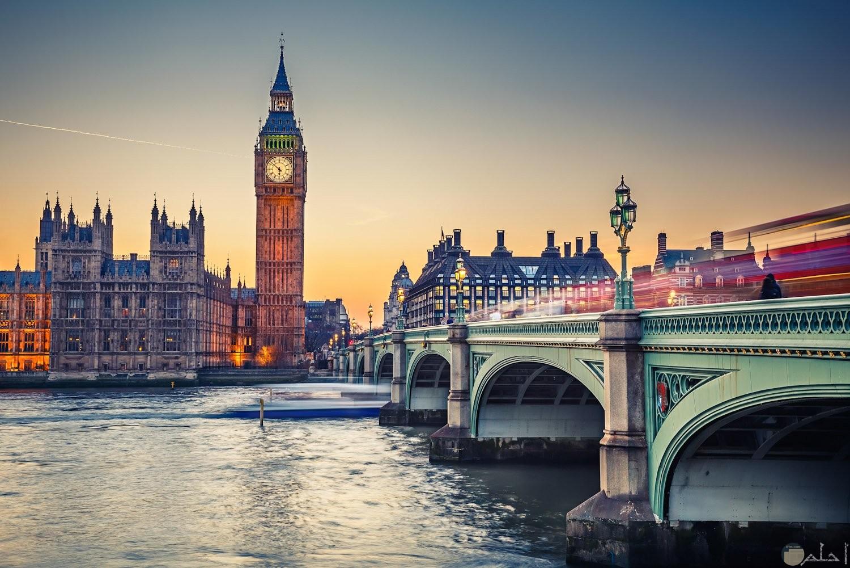 لندن عاصمة بريطانيا_ و يظهر في الصورة ساعة جرينيتش.