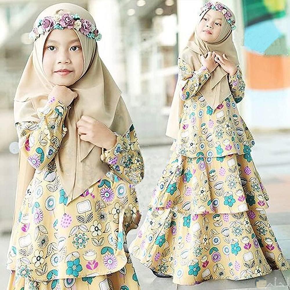 بنت جميلة محجبة و شكل جديد للحجاب الاطفال.