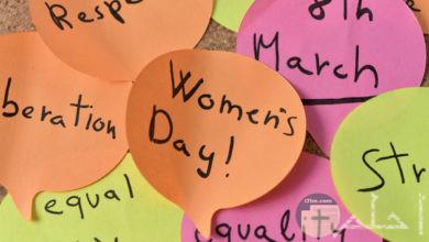 أوراق ملونة كيوت مكتوب عليها Happy women's day