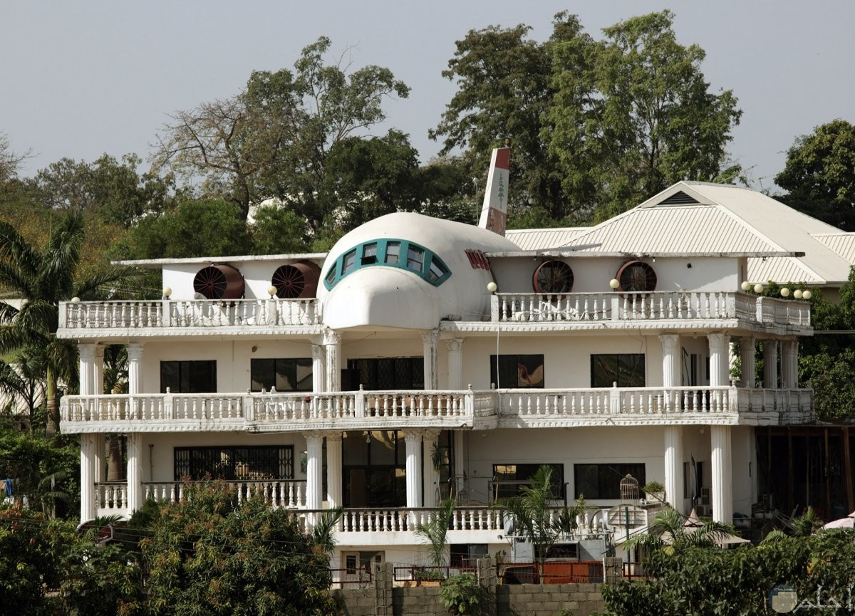 بيت جميل علي شكل طيارة