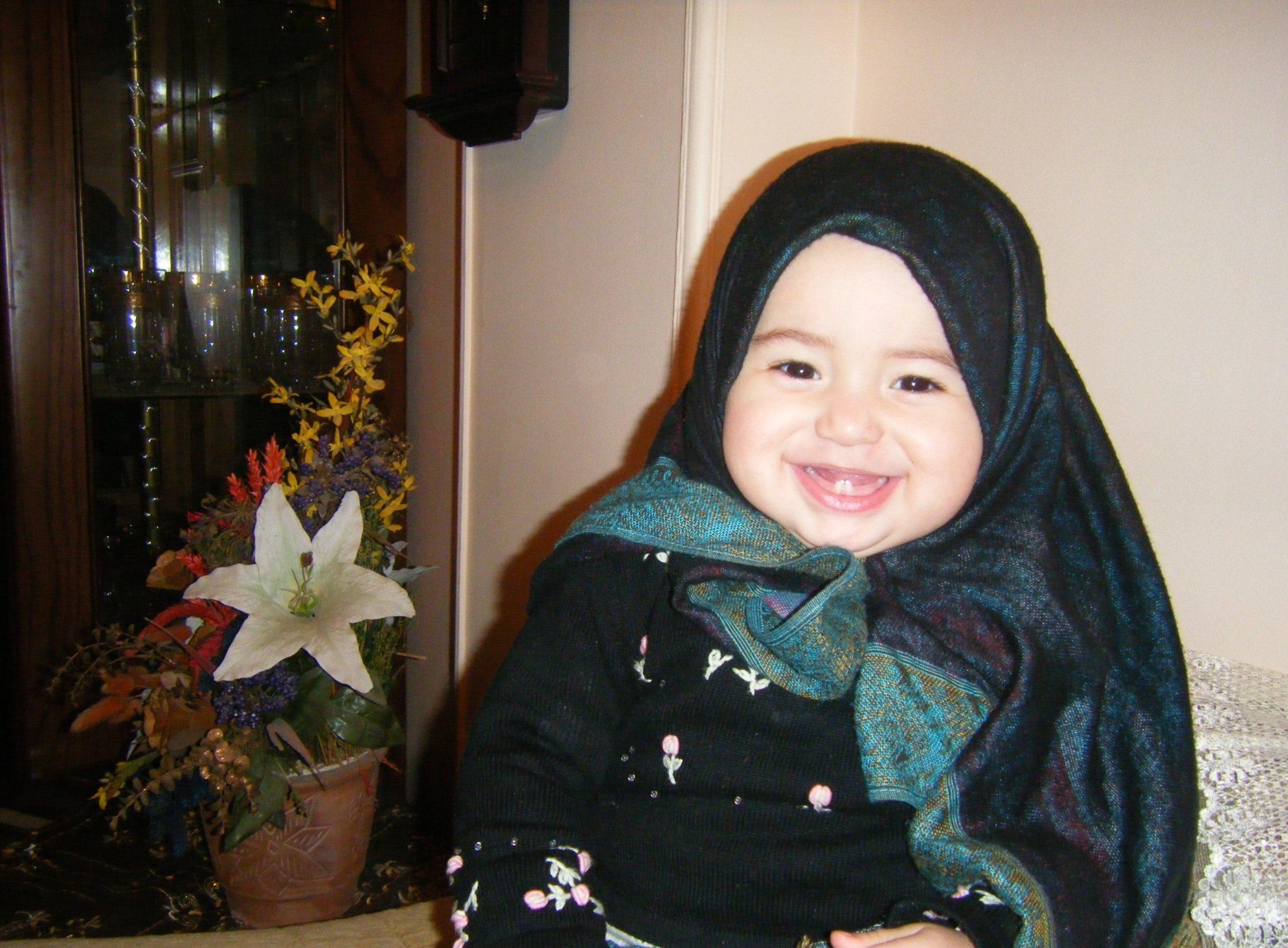 صورة بنت صغيرة بالحجاب فرحانة.