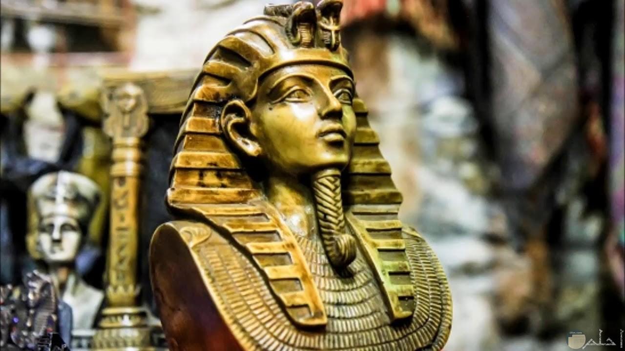رأس ملك فرعونى فى صورة جميلة.