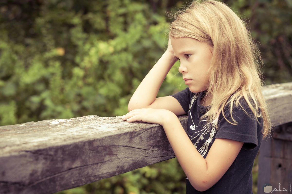 الحزن يخيم على فتاه جميل