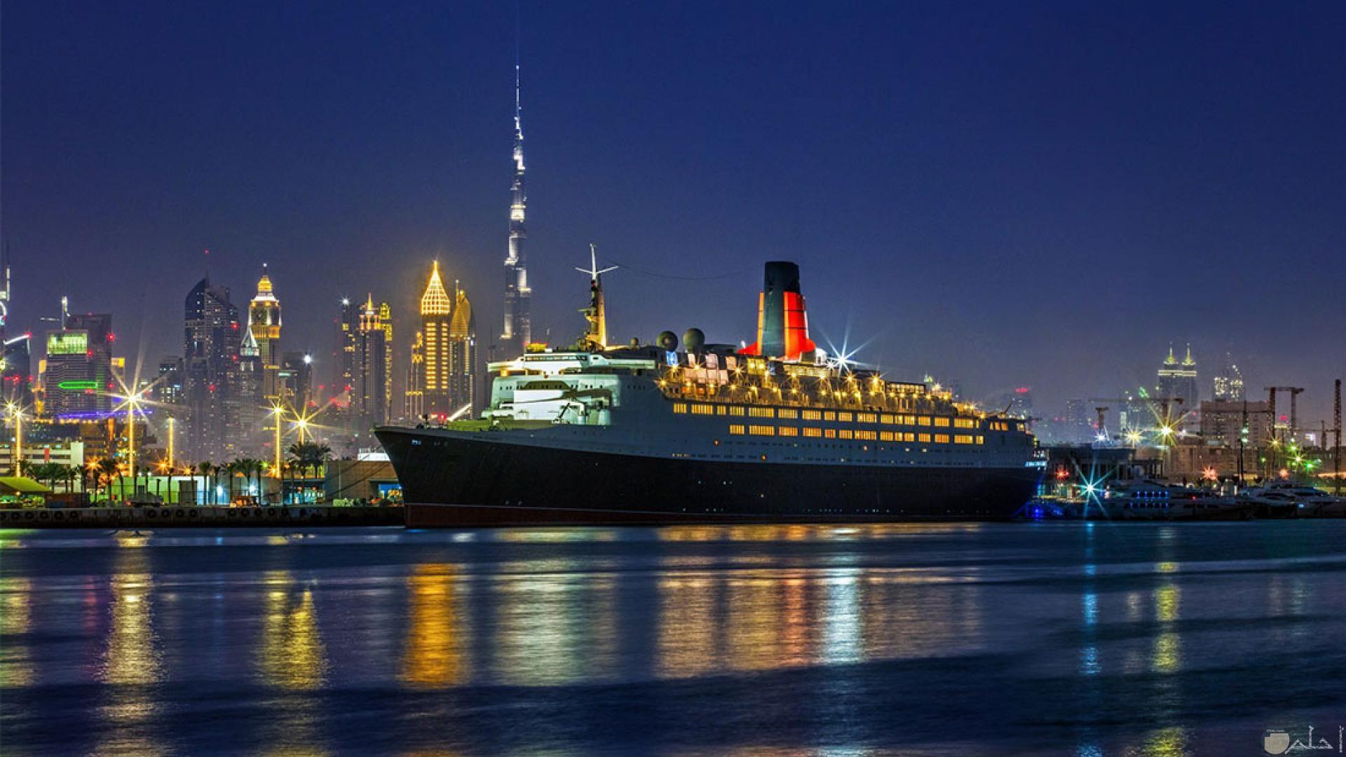 صورة جميلة لسفينة عملاقة.