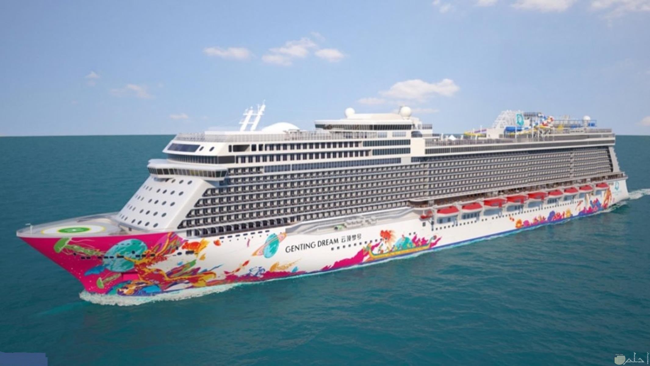 صورة سفينة كبيرة جميلة المظهر.