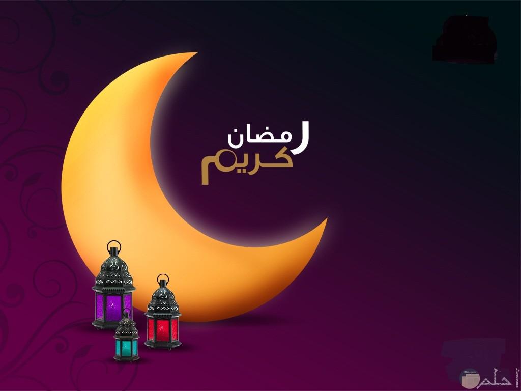 صورة هلال رمضان و الفوانيس.