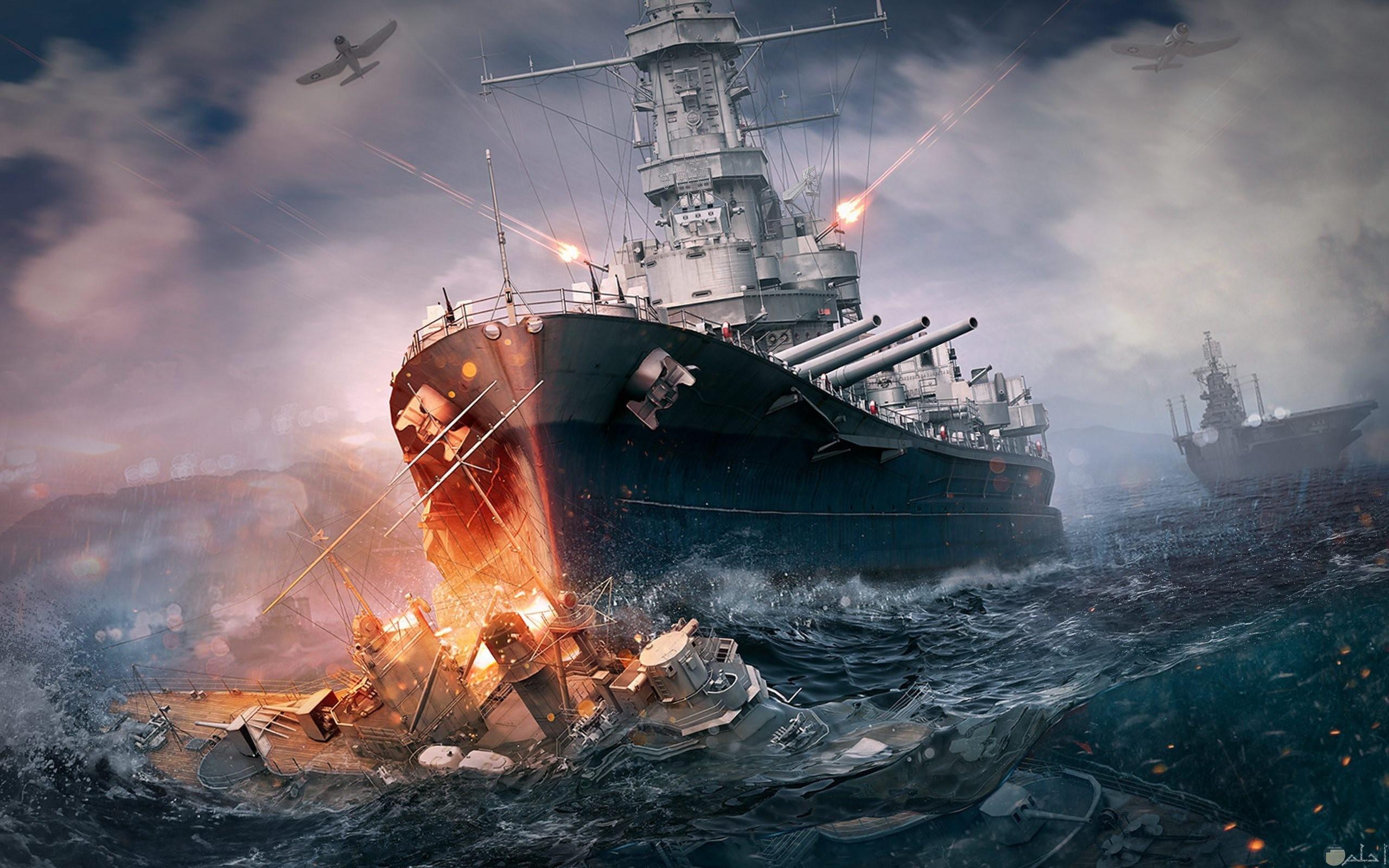 سفينة كبير تبحر وسيط اعصار.