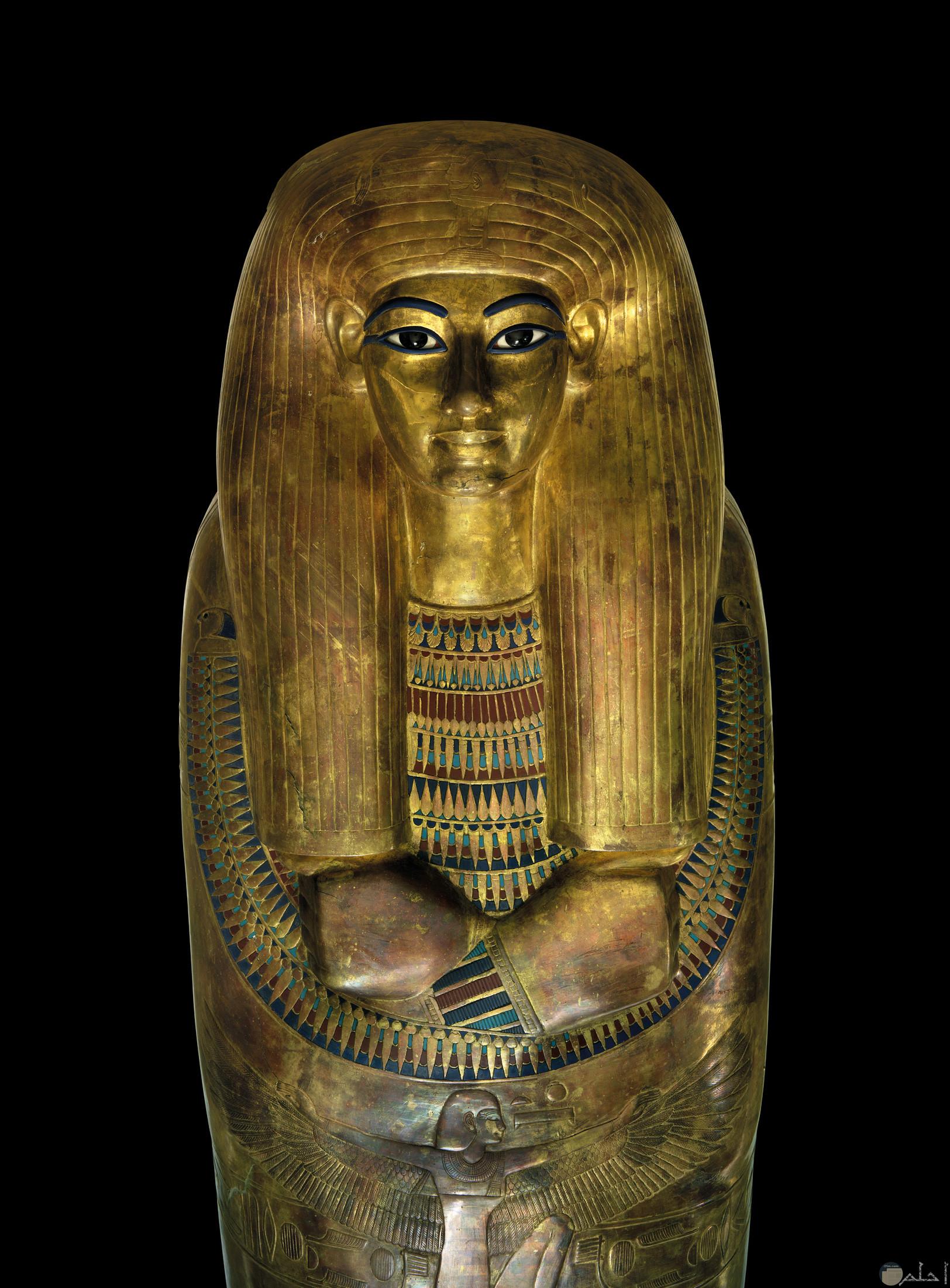 صورة تمثال فرعونى لملكة.