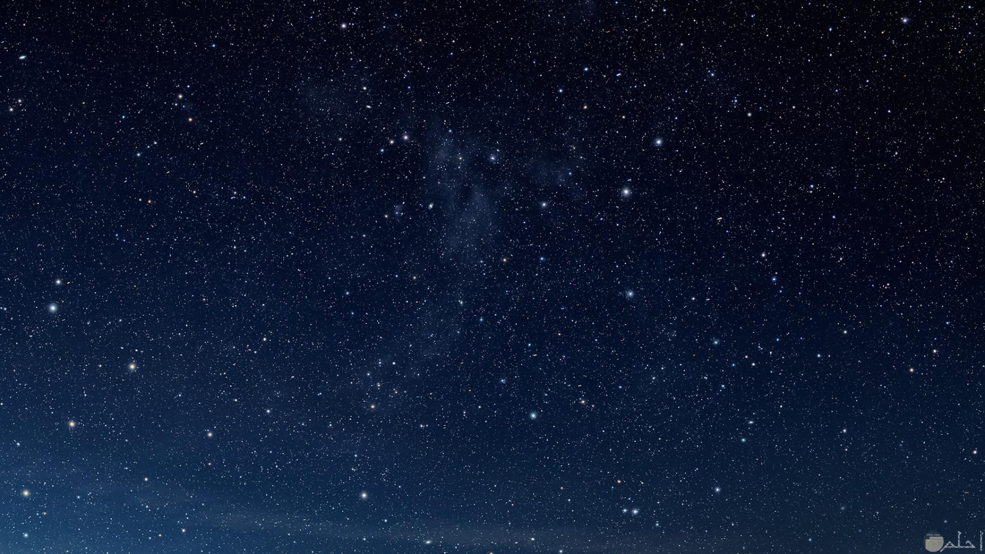 نجوم تملاء السماء
