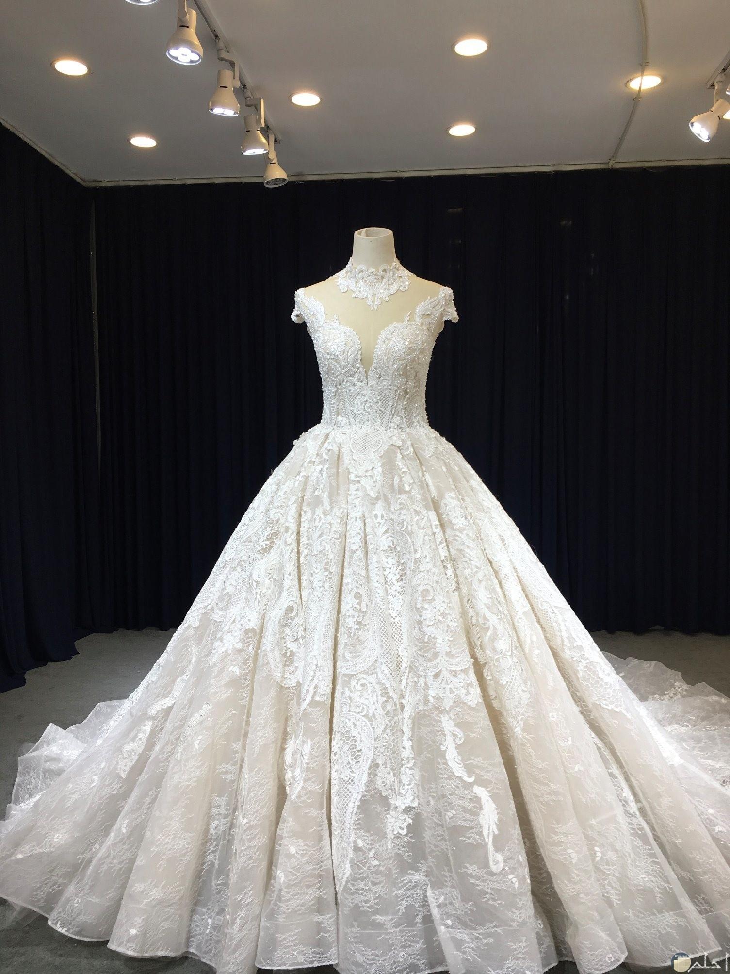 فستان رقيق ابيض زفاف طويل