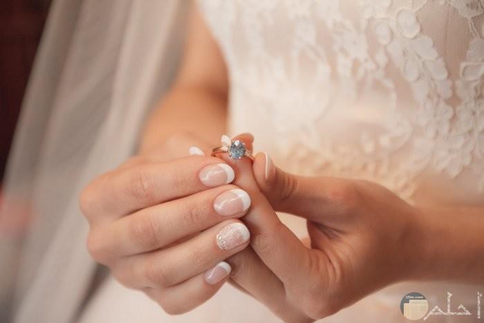 محبس في يد العروس