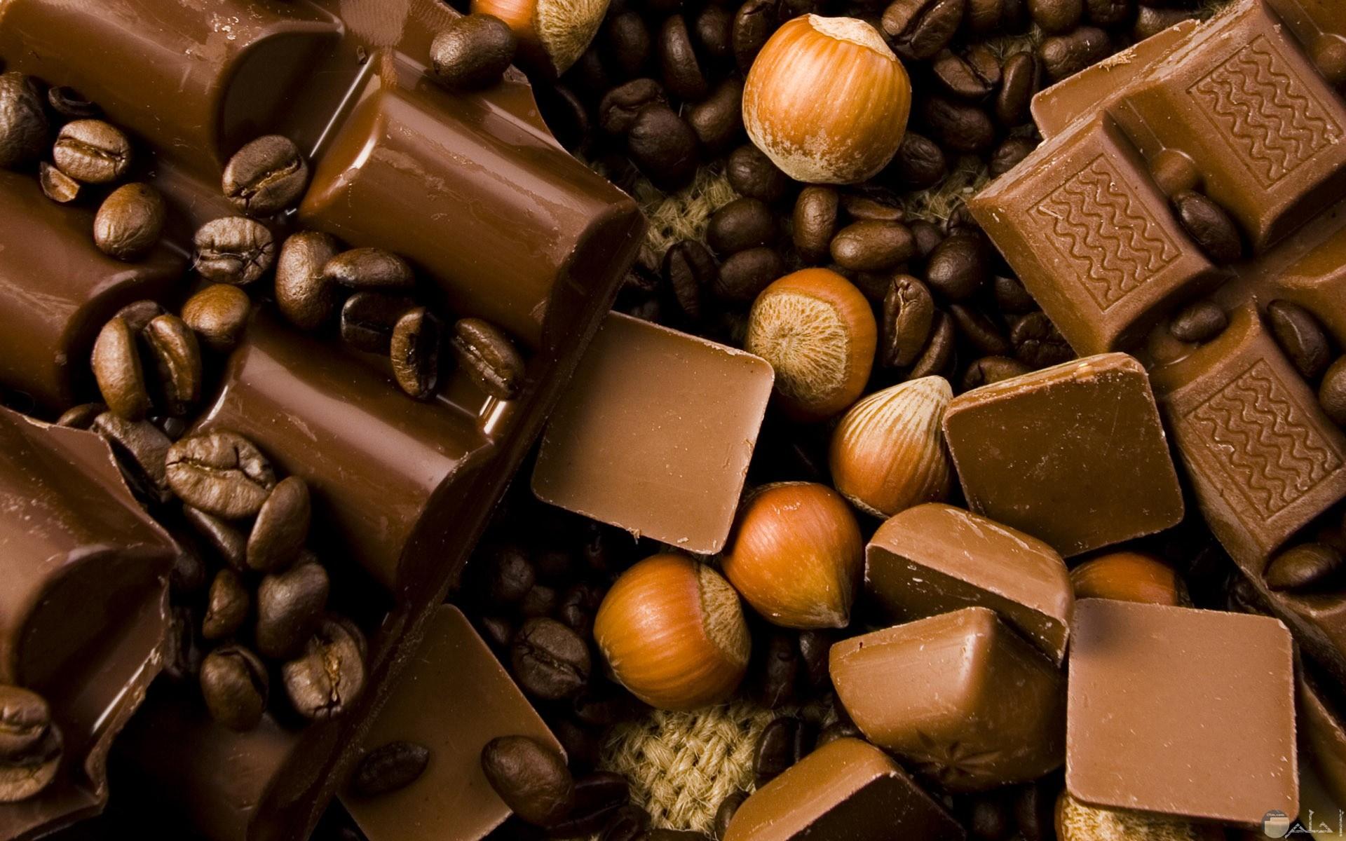 صورة لمجموعة مختلفة الشكل للشوكولاته