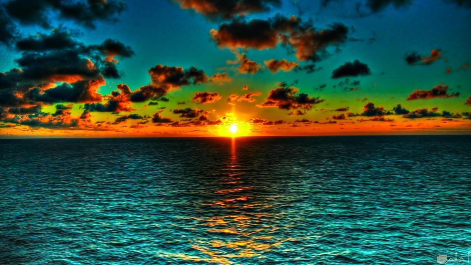 صورة لحظة خروج شروق شمس يوم جديد.