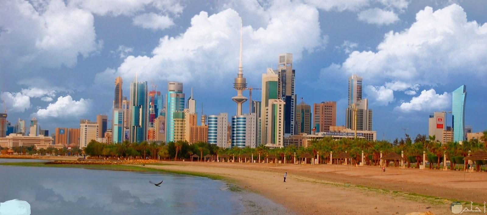 صورة لجميل ساحل و ابراج الكويت.