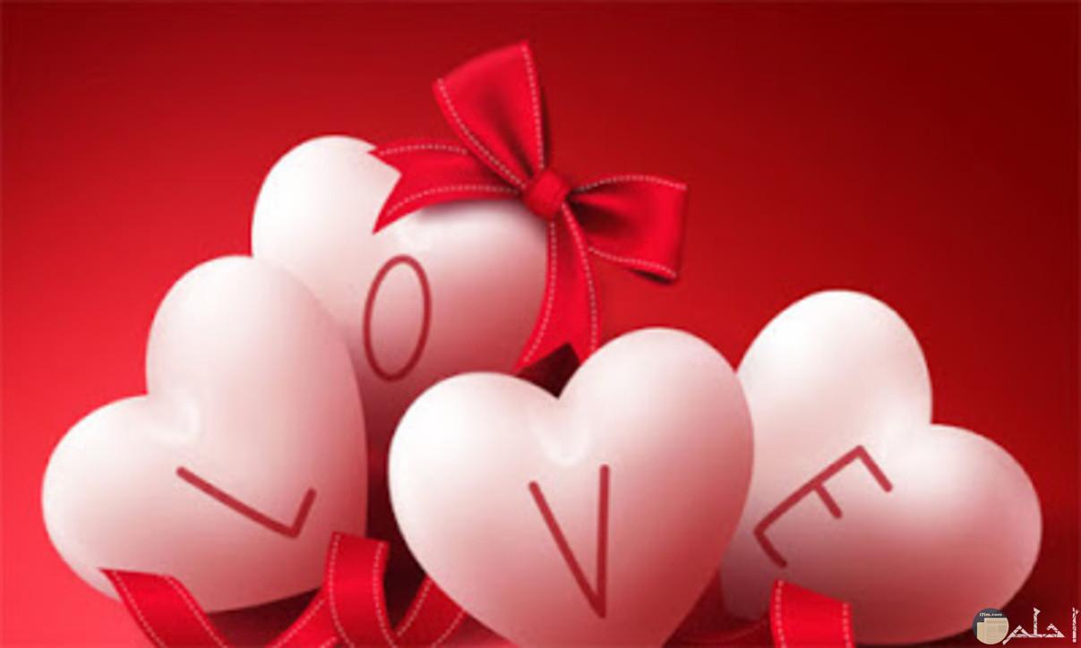 قلوب بيضاء وعبارة حب رائعه