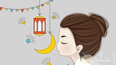 رسم لبنت مع رمزيات رمضان و عبارة أول رمضان مع خطيبي.