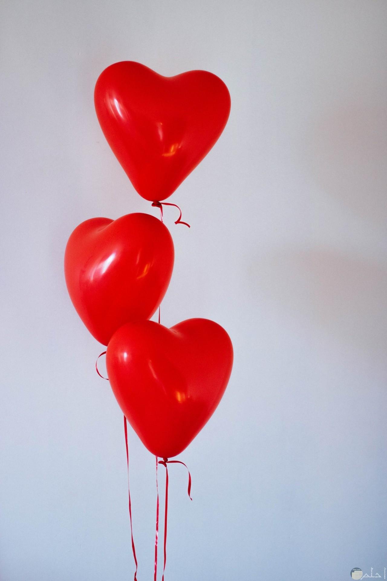 3 قلوب لونهم احمر
