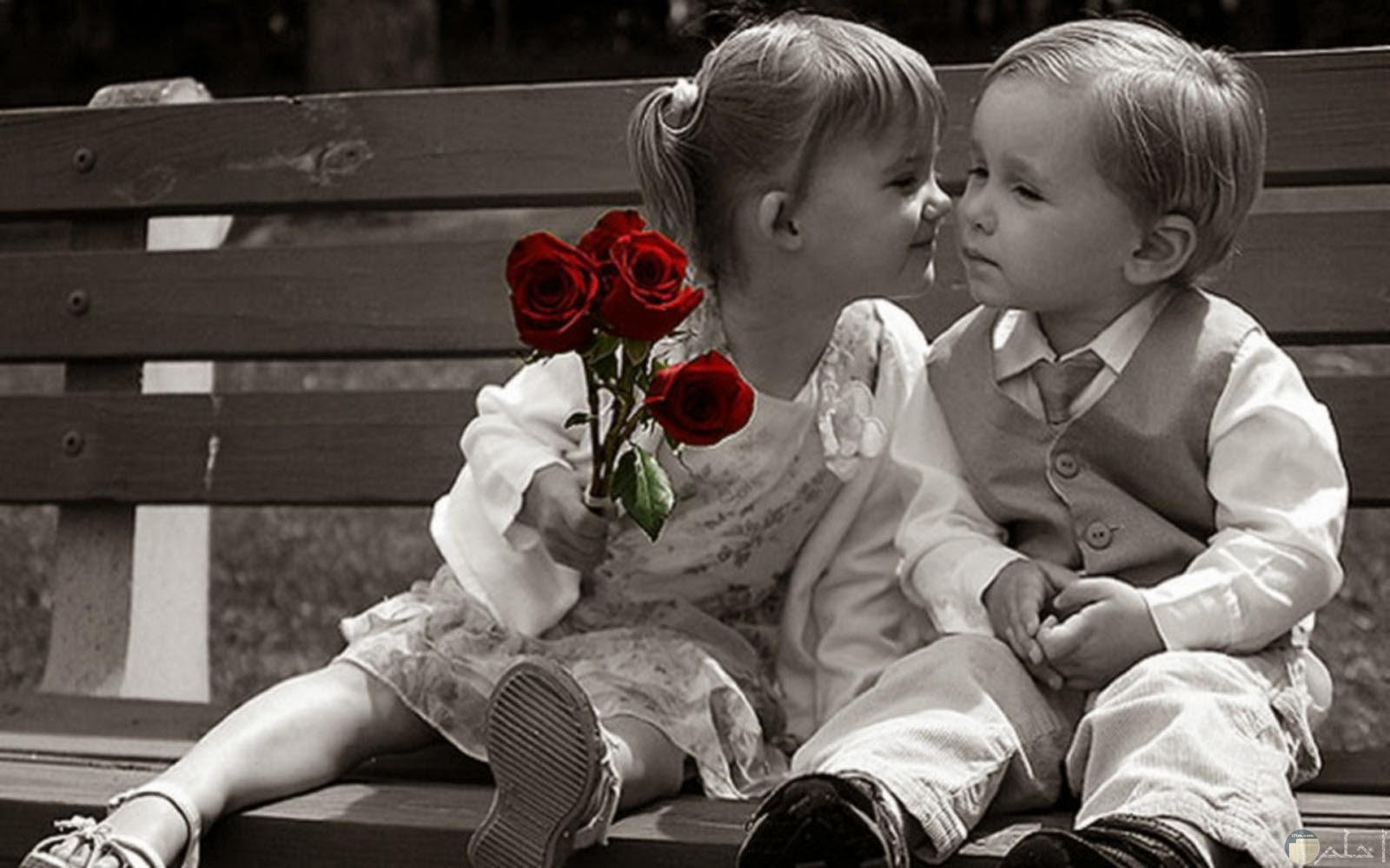 صورة حب لطفلان